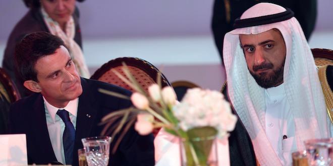 La France coopère avec la monarchie saoudienne.