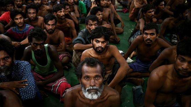Des musulmans dans les camps des réfugies