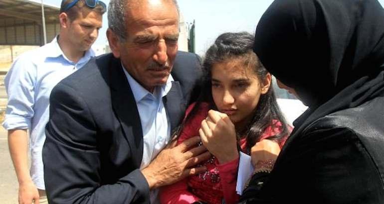 Une Palestinienne de 12 ans retrouve la liberté.