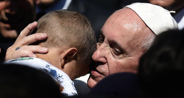 Le pape François est rentré avec trois familles syriennes.
