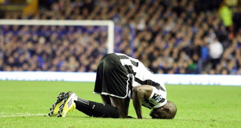 Un footballeur de Newcastle.