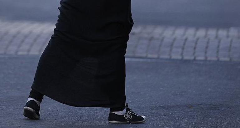 Une jupe longue, signe ostentatoire religieux ?