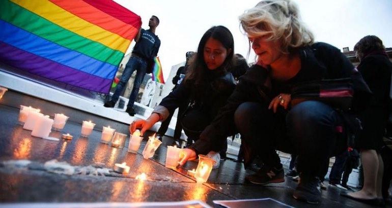 Hommage après la tuerie d'Orlando