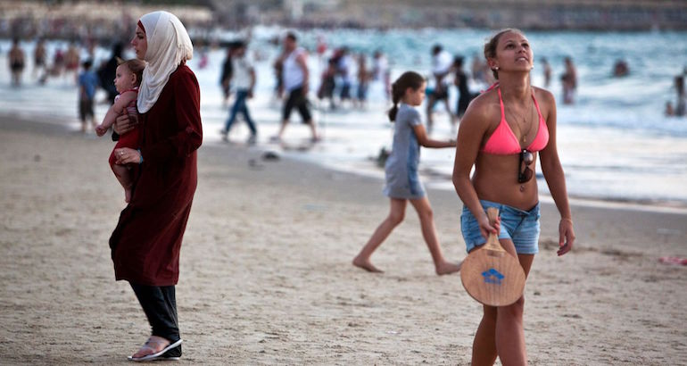 Les femmes voilées pas les bienvenues sur les plages