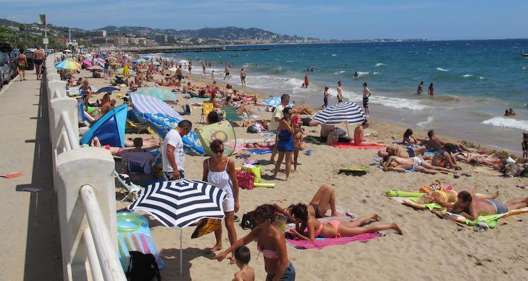 A Cannes, le voile est interdit sur la plage.