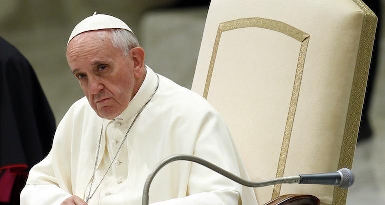 Le pape critiqué par... les catholiques.