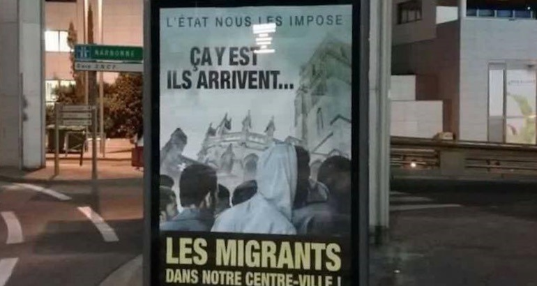 Une pub antimigrants à Béziers.
