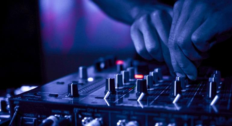 DJ, musique, appel à la prière, blasphème, Tunisie : Une boîte de nuit fermée pour avoir passé un remix de l'appel à la prière