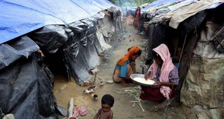 Birmanie : 2 000 Rohingyas se réfugient sur la côte