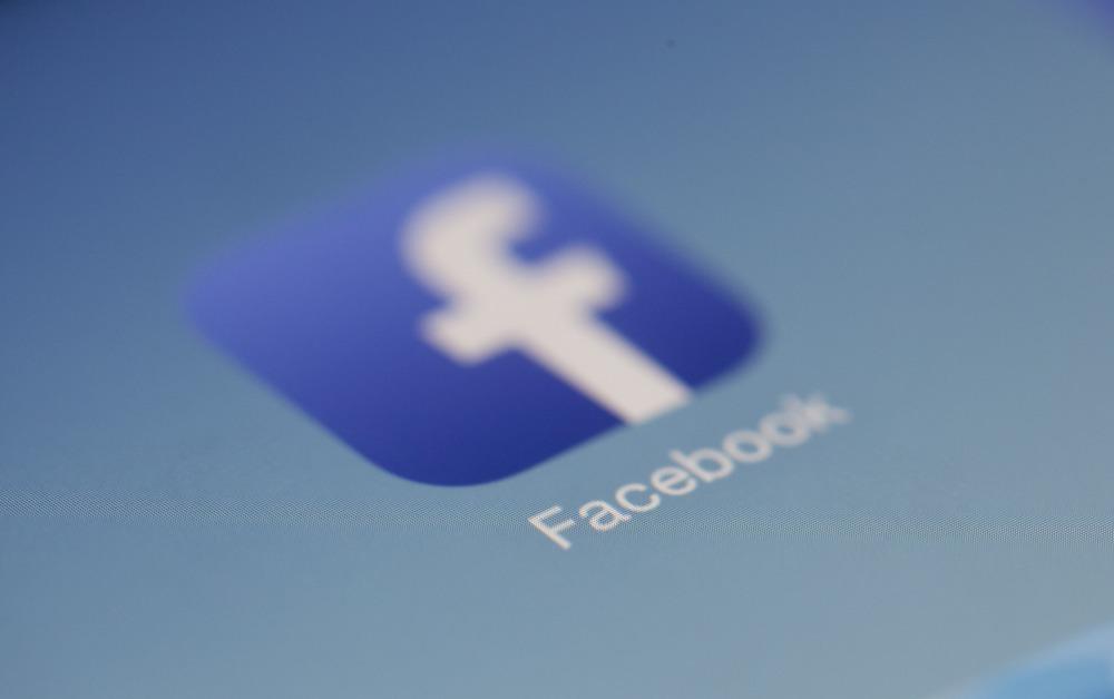 , Facebook bannit plusieurs groupes britanniques d'extrême droite