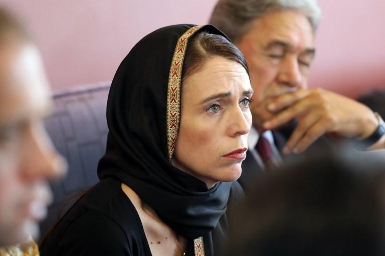 , La Première ministre néo-zélandaise saluée pour son empathie face à la tragédie