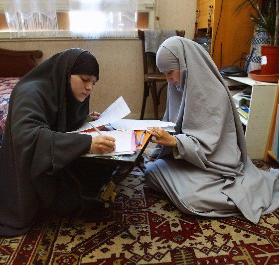 , Femmes musulmanes et éducation : faut-il revenir sur la loi de 2004 ?