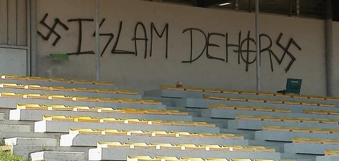 , Des tags islamophobes et pro-nazis découverts dans un stade à La Rochelle