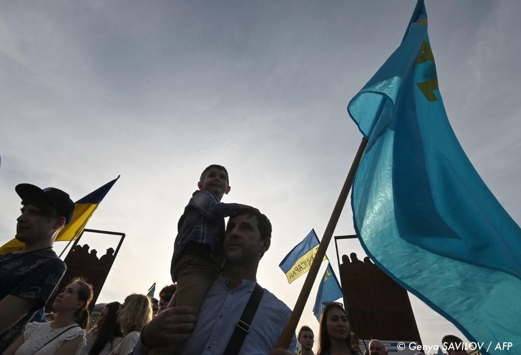 , En Russie, des Tatars de Crimée arrêtés après une manifestation sur la place Rouge